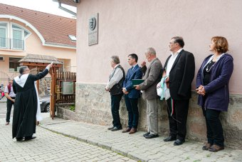 A Székelyföld szerkesztőségének falán kapott helyet a Fodor Sándor emlékét őrző plakett
