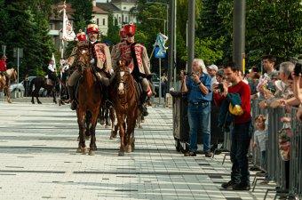 Megérkeztek Csíkszeredába a pünkösdi lovasok