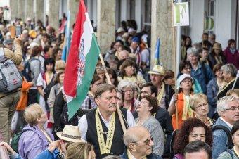 Lelki egyesítés a csíksomlyói búcsú – több ezren érkeztek a zarándokvonatokkal