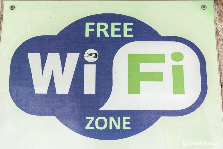 Újabb 16 településen lesz ingyenes wifi közterületen