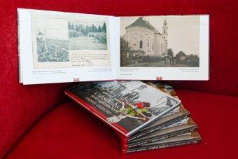 Múltat idéző fotóalbum a zarándokoknak