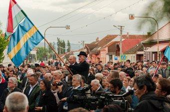 Kéz a kézben imádkoztak az igazságért, a magyar jövőért Csíkszentmárton központjában