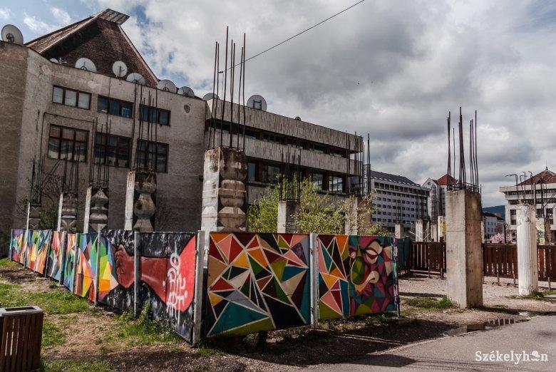 Aláírták a kivitelezési szerződést, épülhet a Nagy István-iskola tornaterme