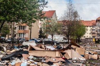 Mintha árvíz pusztított volna – állapotok a garázsbontások után