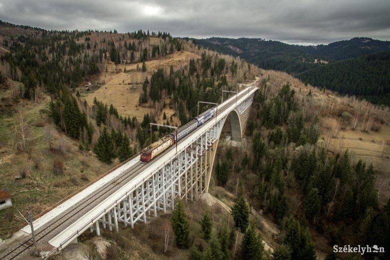 Az óránként hetven kilométert sem éri el a romániai vonatok átlagsebessége