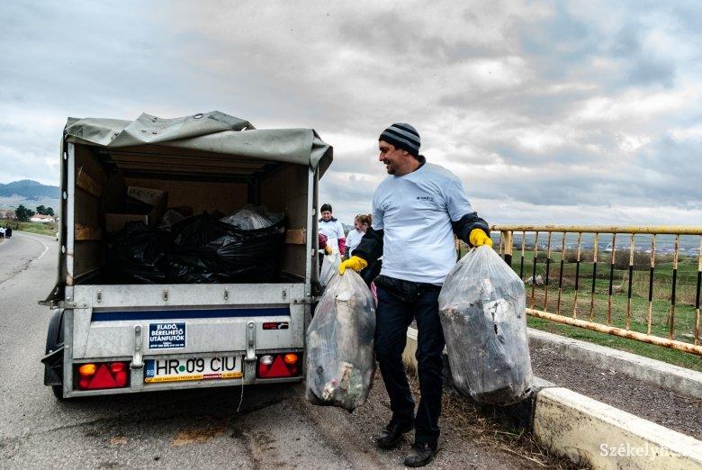 Összesítették, mennyi szemetet gyűjtött össze több száz csíkszeredai önkéntes