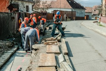 Utcákat aszfaltoznak, járdákat építenek Madéfalván