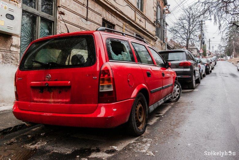 Elszállítják a gazdátlan járműveket Csíkszeredában