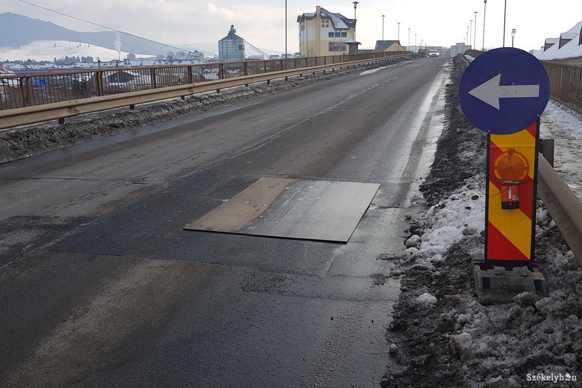 https://media.szekelyhon.ro/pictures/csik/aktualis/2019/12_januar/02/o_befodott-lyuk-csikban-2.jpg