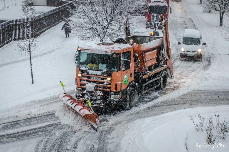 Nem lehet mindent a szakcégre bízni, a lakókra is hárul némi hóeltakarítás