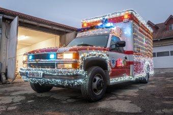 Miért pont egy mentőautó ne lehetne ünnepi?