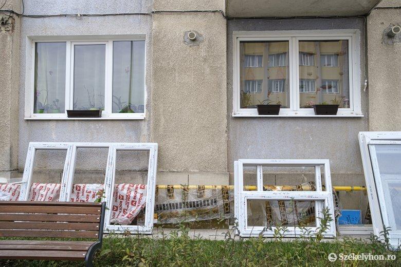 Panaszkodnak a tömbház-hőszigetelésre a lakók, a fővállalkozó mindenre megoldást ígér