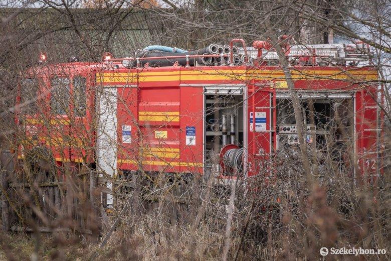 Avartűzhöz és kigyúlt házakhoz riasztották a Maros megyei tűzoltókat
