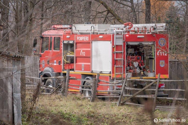 Kigyúlt nyárikonyha és lángra kapott utánfutó miatt is riasztották a tűzoltókat