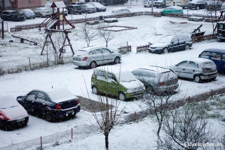 Sűrű hóeséssel búcsúzik a november Csíkszéken