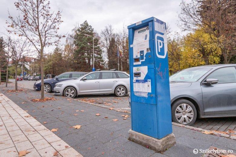 Mementóként, használatlanul állnak a parkolóautomaták Csíkszeredában