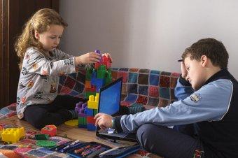 Nem jár a gyerekfelügyeleti szabadság a következő tíz napban a szülőknek