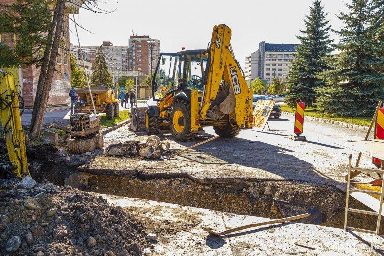 Vezetéképítésekkel kezdték a lakótelepi felújítást