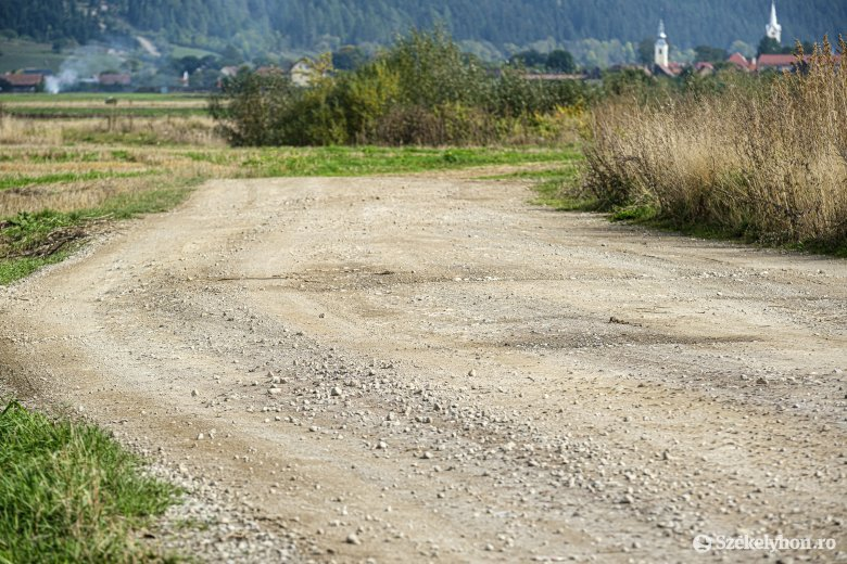 Folytatódó bonyodalmak két községi út felújításában