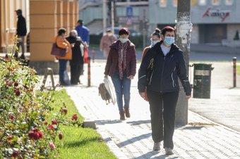 Lassul a koronavírus terjedése, kevesebb mint kétezer fertőzöttet szűrtek ki az elmúlt 24 órában