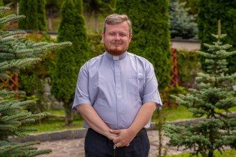 Magasba emelni az életpéldákat – Obermájer Ervin: a hétköznapi emberek között is vannak szentek