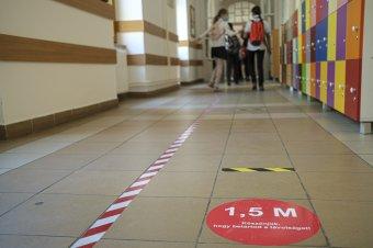 Adatkezelési aggályok: elszúrták a szakminisztériumok az iskolai oltáskampány megszervezését