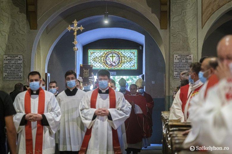 Közzétették a papi áthelyezéseket a főegyházmegyében
