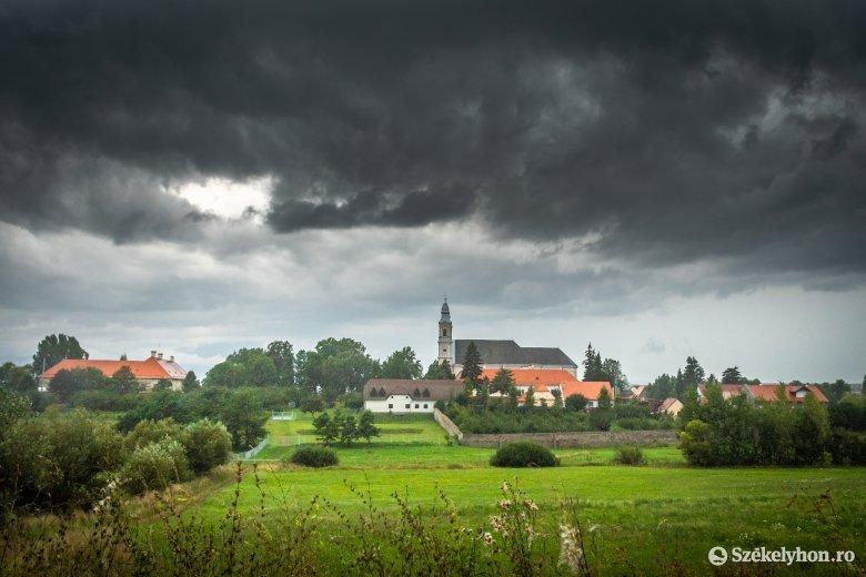 Viharokra és esőzésekre lehet számítani kedd estig