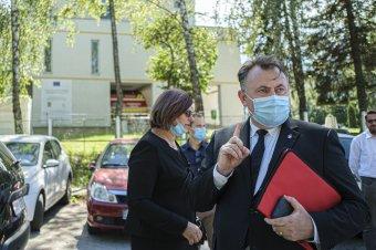 Egészségügyi miniszter: rajtunk múlik, lesz-e újabb karantén