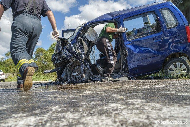 Két autó ütközött Csíkszentdomokoson, egy személy életét vesztette
