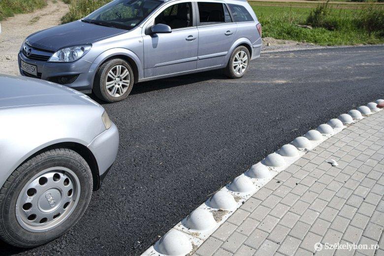 Több szempontból is kifogásolják a lakók az útfelújítást