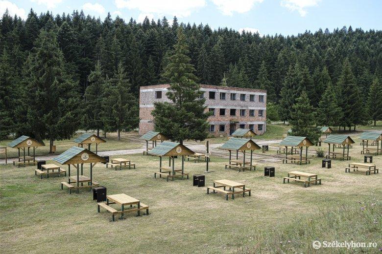 Modern piknikezőhelyet létesítettek Csíkszentkirály mellett