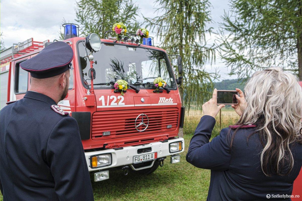 https://media.szekelyhon.ro/pictures/csik/aktualis/2020/05_augusztus/o_lazarfalvi-tuzoltoauto-vn-002.jpg