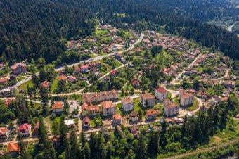 Újabb tizenkét székelyföldi település került vörös zónába, Tusnádfürdő és Kovászna meghaladta a hatezrelékes határértéket