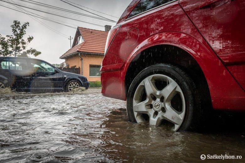 Leszakadt az ég, fennakadásokat okozott a lezúduló vízmennyiség