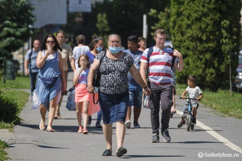 Hargita megyében egyelőre nem lesz kötelező a kültéri maszkviselés
