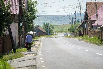 Járdaépítés kezdődik Csíkszentdomokoson, biztonságosabb lesz a gyalogosok közlekedése