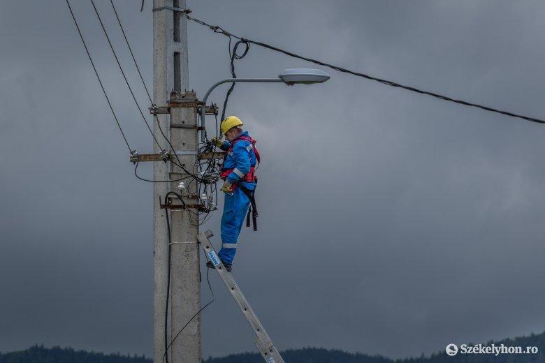 Szakaszosan harmincezer Hargita megyei fogyasztónál okozott áramkimaradást a viharos időjárás
