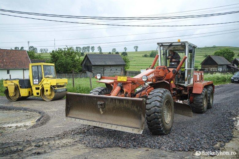 Tízmilliókból fejlesztenek községi utakat Felcsíkon