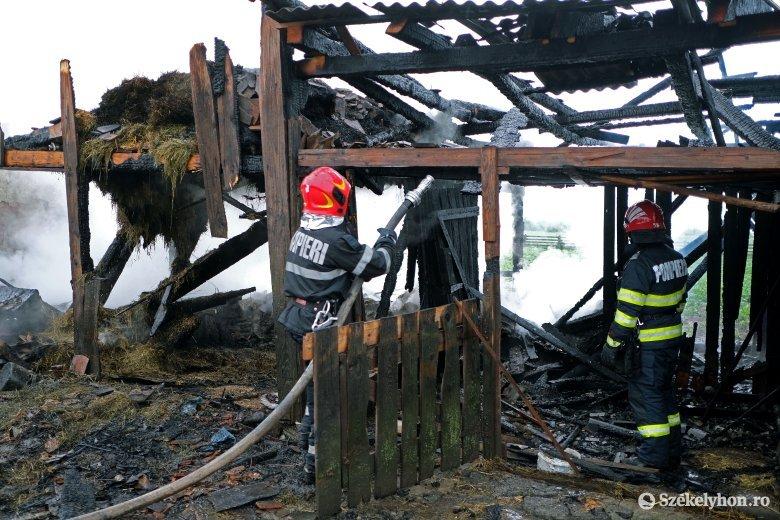 Gazdasági épület vált a lángok martalékává Csíkszentmárton határában