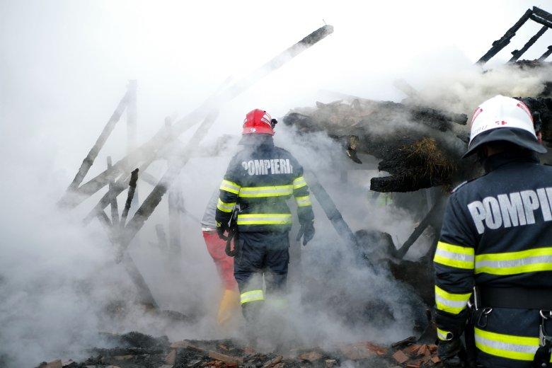 Fafeldolgozó üzem lángolt Gyergyócsomafalván