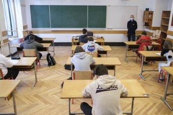Rajtol a próbaérettségi, a járványhelyzet miatt mintegy 7500 diák nem most ad számot tudásáról