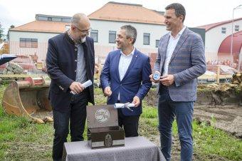 Letették a kollégium alapkövét: újabb beruházás indul a Székelyföldi Jégkorong Akadémiánál