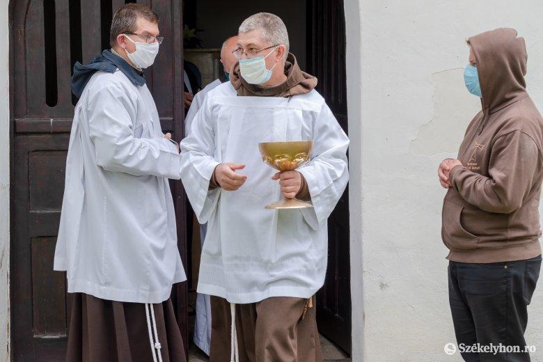 Egészségügyi miniszter: addig marad a maszk, amíg majdnem nullára csökken a vírus terjedése