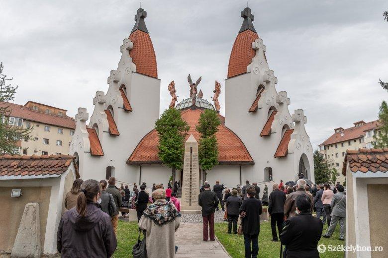 Meghosszabbítják a veszélyhelyzetet, de kinyithatnak a templomok és a fitnesztermek