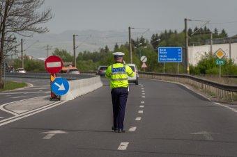 Ittasan, hamis rendszámú motorral közlekedő férfit kaptak el a rendőrök