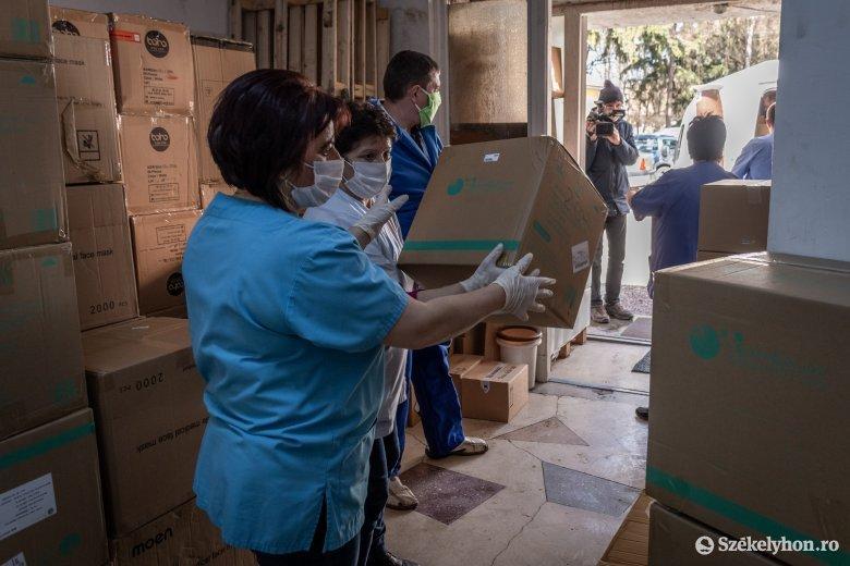 Pénzzel, eszközökkel, ajándékokkal segítették a csíkszeredai kórházat