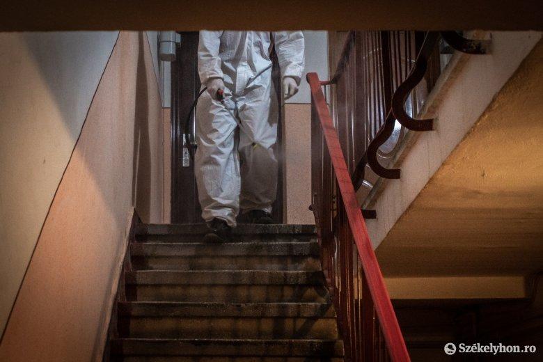 Lépcsőházak fertőtlenítése: a lakókat takarításra kérik