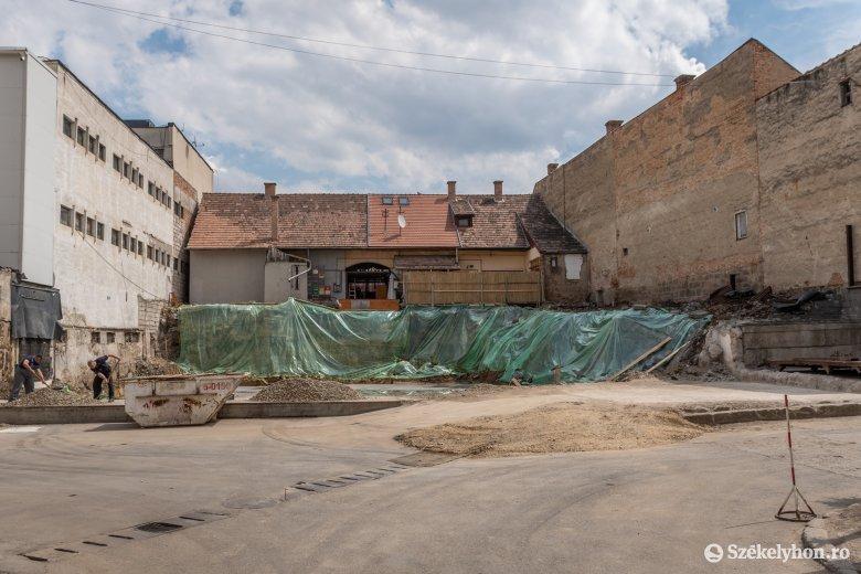 Raktárépület lesz a Tulipán áruház szomszédságában