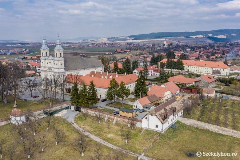Nem lehet beltéri liturgiát tartani – új intézkedéseket rendelt el a gyulafehérvári érsek